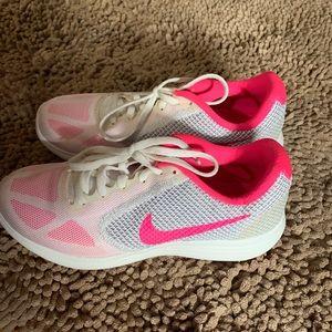 Women's size 7 Nike Tennjs Shoe